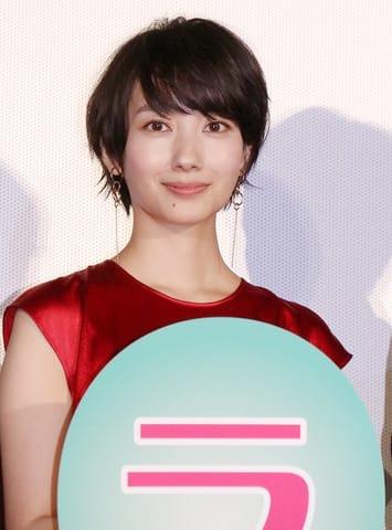 映画「オズランド 笑顔の魔法おしえます。」の公開記念舞台あいさつに登場した波瑠さん