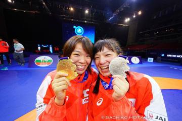 姉妹で金と銀を獲得!(左が姉・梨紗子、右が友香子)