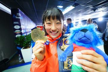 圧倒的な内容で昨年に続く金メダルの須﨑優衣