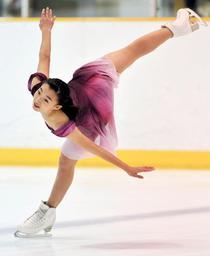 地元の全兵庫選手権で伸びやかな滑りを披露する坂本花織(撮影・後藤亮平)