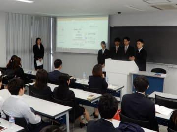 会場では大学生がスポーツをテーマにしたさまざまな政策提言を発表した =横浜市神奈川区