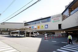 3階建ての建屋を新築した「エビスタ西宮」の外観(撮影・風斗雅博)=西宮市田中町