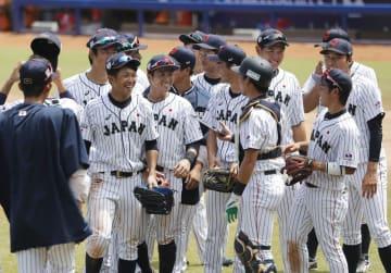 ドミニカ共和国に勝利し、笑顔の日本ナイン=バランキジャ(共同)