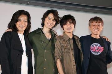 「東映特撮ファン感謝祭2018」に登場した(左から)半田健人さん、村上幸平さん、武田航平さん、白倉伸一郎プロデューサー