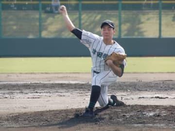 【好投した津田学園の前投手=四日市球場で】