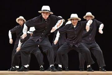 中高生の部で優勝したArt of The Elements=27日、熊本市中央区の県立劇場(高見伸)