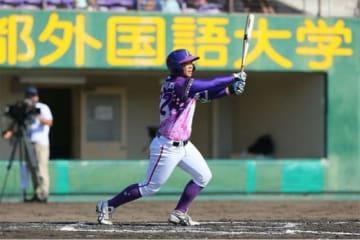 逆転の2点タイムリーを放った京都フローラ・泉由希菜【写真提供:日本女子プロ野球リーグ】
