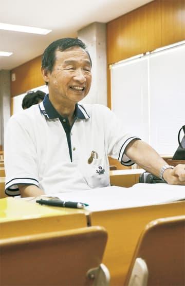 授業を受ける荒井さん。在学生と同じ授業を受け、成績はほとんどが「S」という優等生だ(=辻堂西海岸、湘南工科大学)