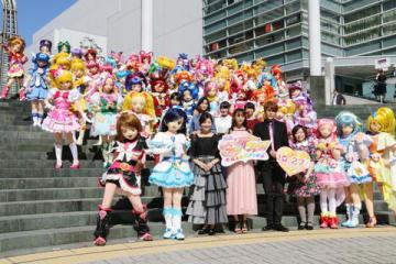 横浜市の横浜みなとみらい21でダンスパレードを実施した「プリキュア」シリーズの歴代55人のプリキュア