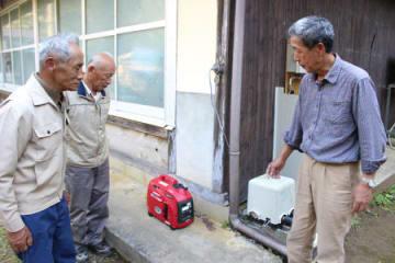 西日本豪雨での被害を受け大呂集落に配備された発電機(舞鶴市桑飼上)