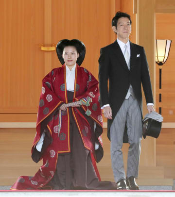 結婚式後、参拝した高円宮家の三女絢子さまと守谷慧さん=29日午後、東京都渋谷区の明治神宮(代表撮影)