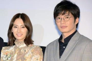 劇中では恋人役の北川景子と田中圭