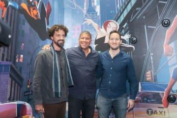 パリ&ロンドンコミコンに登壇した監督のボブ・ペルシケッティ(左)、ピーター・ラムジー(中央)、ロドニー・ロスマン(右)