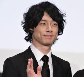 映画「人魚の眠る家」のレッドカーペットイベントと舞台あいさつに登場した坂口健太郎さん