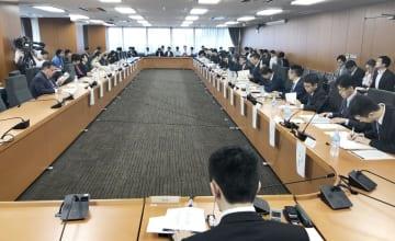 海賊版サイト対策を検討した有識者会議の上部会合=30日午前、東京都千代田区