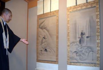 展示される狩野探幽の「鯉図」(京都市東山区・新善光寺)