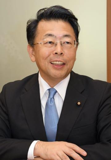インタビューに答える公明党の西田税調会長