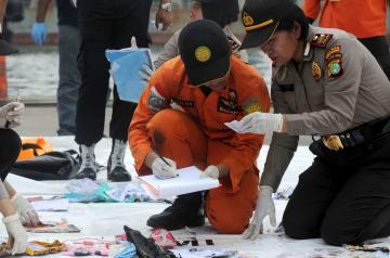 インドネシアの旅客機墜落事故 空中爆発はなし
