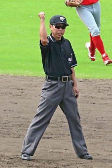 社会人野球の日本選手権に審判員として派遣される武田さん。「正確なジャッジをしたい」と意気込む