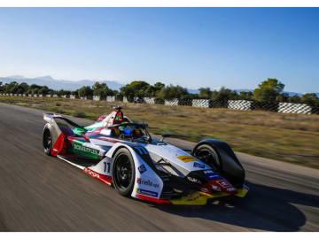 2017/2018シーズンにチームタイトルを獲得したチーム・アウディは、来シーズンに向けてリアウイングが無い斬新なニューマシン「Audi e-tron FE05」を公開