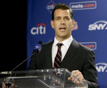 米大リーグ、メッツの新ゼネラルマネジャーに就任し記者会見するバンワガネン氏=30日、ニューヨーク(AP=共同)