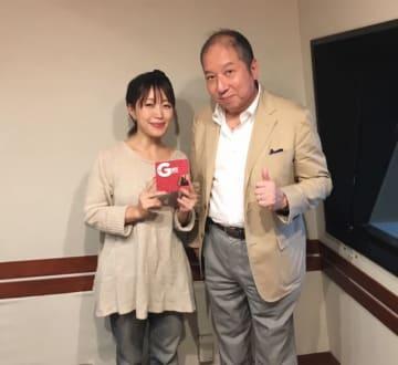 向谷実さん(右)と、番組パーソナリティの坂本美雨(左)