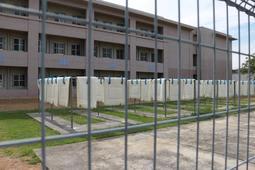 晴れた日の布団干し。受刑者らで掃除や洗濯、炊事を分担する=加古川市八幡町宗佐
