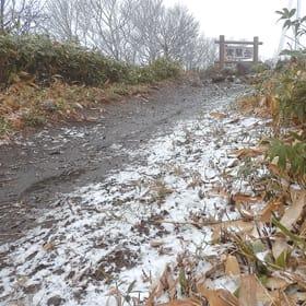 登山者が確認した室蘭岳の降雪=提供写真