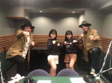 """amiinAのリクエストから4人で""""パンチ&キック!""""のポーズ"""