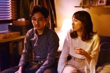 新垣結衣さんと松田龍平さんがダブル主演する連続ドラマ「獣になれない私たち」第4話場面写真=日本テレビ提供