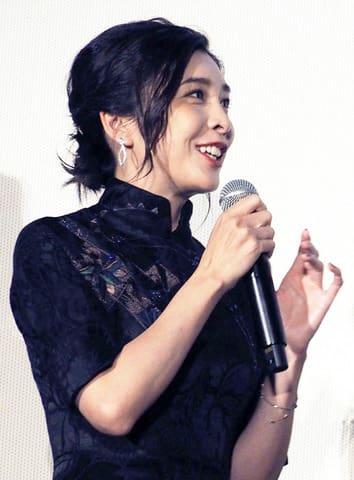 映画「旅猫リポート」の公開記念舞台あいさつに登場した竹内結子さん