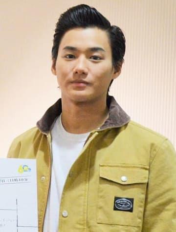 名古屋の東海テレビで行われた放送中の主演連続ドラマ「結婚相手は抽選で」の会見に出席した野村周平さん