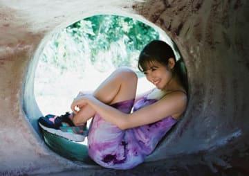 マンガ誌「週刊ヤングジャンプ」48号の表紙に登場した今田美桜さん(C)桑島智輝/集英社
