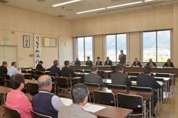 町長選に3陣営、町議補選に2陣営が出席した事前説明会=31日午後、大井町役場