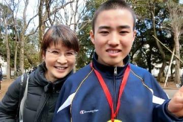 勇太君と母の立石美津子さん