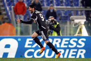 2012年、セリエAのチェゼーナでプレーするイアクインタ氏=ローマ(ロイター=共同)