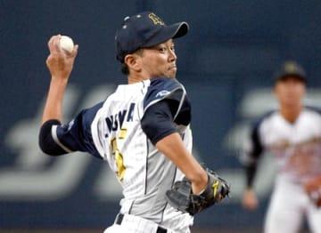 日本新薬-王子 先発し5回を無失点と好投した日本新薬の榎田(京セラドーム大阪)