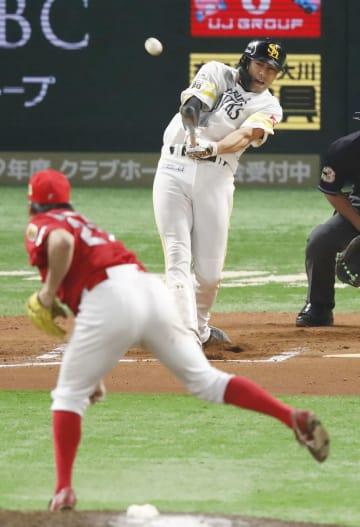 10回ソフトバンク無死、柳田が右越えにサヨナラ本塁打を放つ。投手中崎=ヤフオクドーム