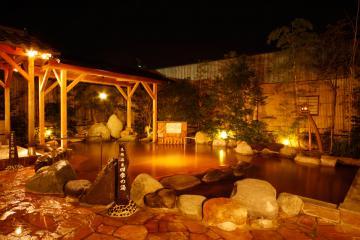 メークスが運営する温泉施設「天然温泉きぬの湯」=常総市内守谷町