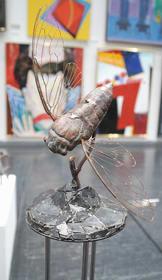 佳作賞を受賞した坂本さんの彫刻作品「カナカナ」
