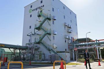 完成したバイオ燃料の製造実証プラント=2日午前、横浜市