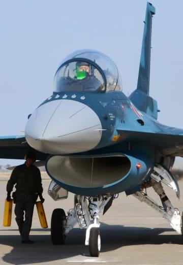 航空自衛隊のF2戦闘機=2015年、青森県三沢市の三沢基地