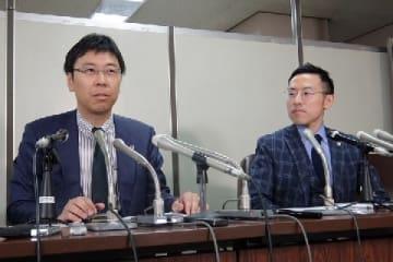佐々木亮弁護士(左)と北周士弁護士(2018年5月撮影)