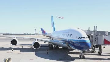 南方航空が機内で「40年の時代変遷ショー」上演