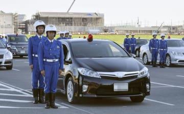 埼玉スタジアムで行われた4都県警の覆面パトカー合同出発式=2日午後、さいたま市(ナンバープレートにモザイク加工をしています)