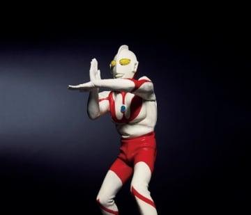 「ウルトラマン フィギュア スペシウム光線ポーズ JALカラーVer.」10,800円(税込)(C)円谷プロ