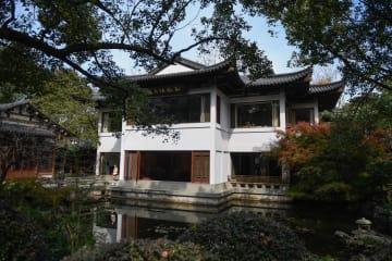 西湖のほとりにある「金庸の書斎」 浙江省杭州市