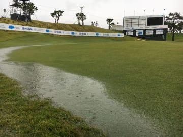 沖縄地方は雨が降り続いていた