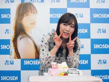 写真集「Makana」の発売記念イベントでバースデーケーキを前に笑顔を見せる「モーニング娘。'18」の譜久村聖さん