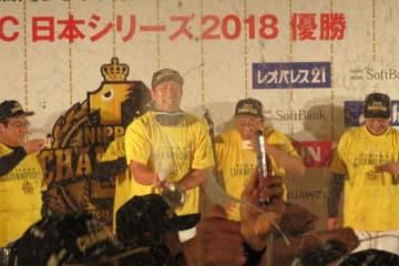 歓喜の祝勝会を行なったソフトバンク【写真:福谷佑介】